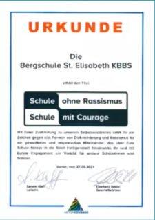 """Seit diesem Donnerstag darf sich die berufsbildende Bergschule offiziell """"Schule ohne Rassismus - Schule mit Courage nennen."""