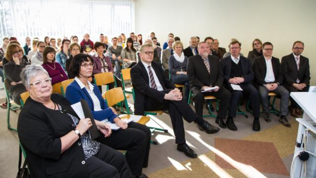 Zahlreiche Gäste der beiden Träger, aus der Politik und die Auszubildenden nahmen am Freitag an der Feier des Trägerwechsels teil. Foto: SMMP/Bock